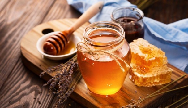 Trị ho và bị ngứa họng thường xuyên bằng Mật ong, Ô mai, Cam thảo