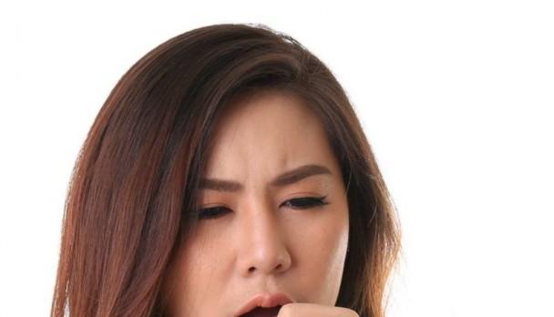 Phân biệt cổ họng ngứa và ho do nhiễm vi khuẩn và nhiễm virus