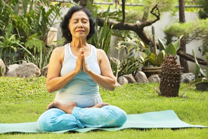 Một lối sống lành mạnh sẽ giúp người cao tuổi hạn chế được những nguyên nhân gây ho từ bên ngoài
