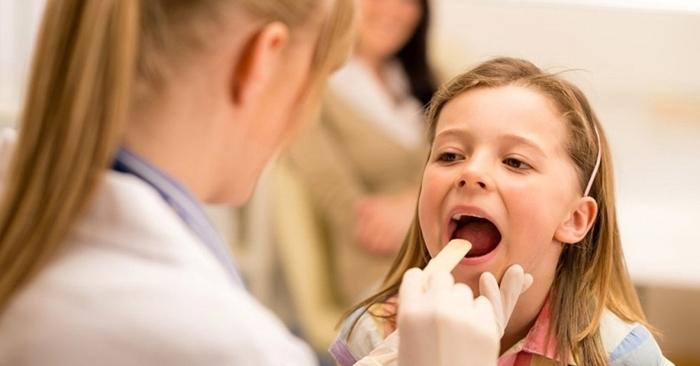 Có rất nhiều cách chữa ho ngứa cổ họng cho bé