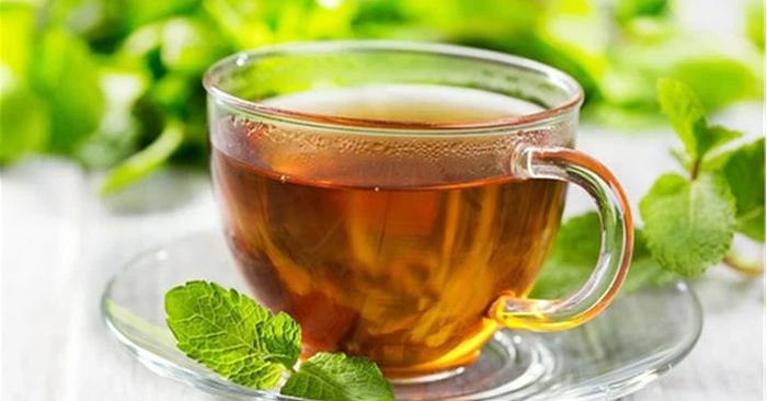 Tinh dầu menthol trong trà bạc hà có tác dụng làm mát niêm mạc họng
