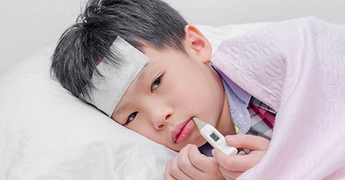 Mẹ cần lưu ý khi trẻ bị ho viêm họng và xuất hiện các dấu hiệu của các bệnh lý về đường hô hấp