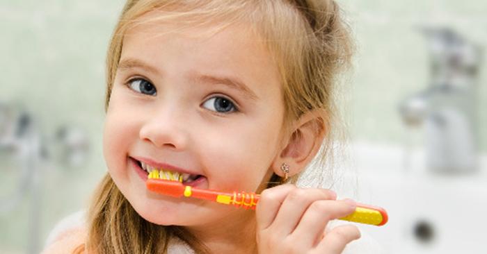 Virus có thể xâm nhập vào trong khoang miệng nếu vệ sinh răng miệng không đúng cách