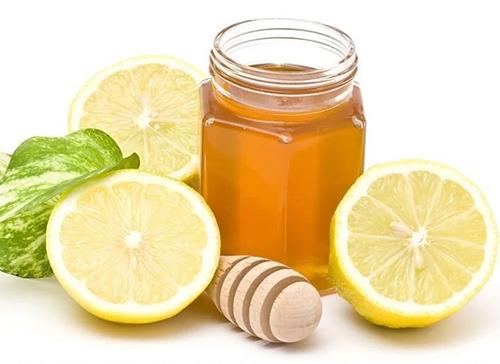 Kết hợp chanh với mật ong sẽ giúp tăng hiệu quả giải cảm nhanh chóng