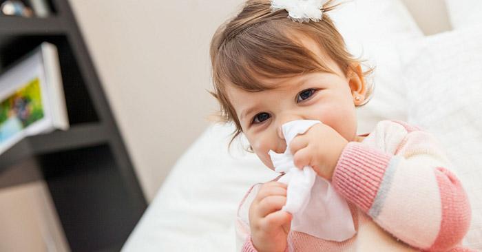 Cha mẹ cần nhanh chóng phát hiện ra dấu hiệu trẻ bị cảm và có những cách chăm sóc sức khỏe cho bé phù hợp