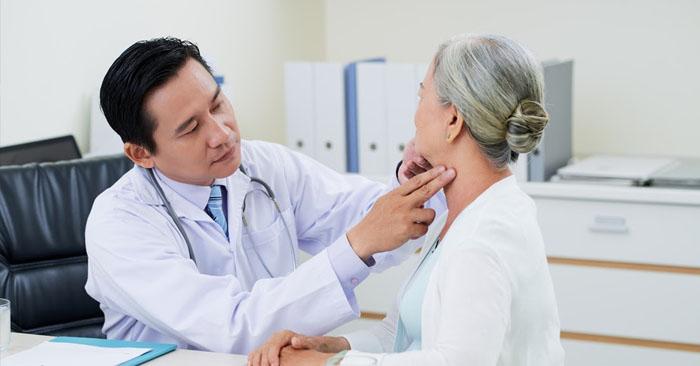 Người cao tuổi là đối tượng rất dễ mắc phải các bệnh đường hô hấp như viêm phổi